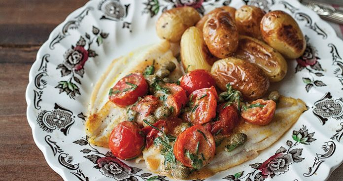 Pan-fried fish with tomatoes Easy Food