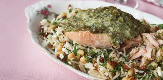 Pesto salmon with Mediterranean rice Easy Food