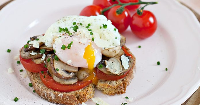 Poached eggs with tomato Easy Food