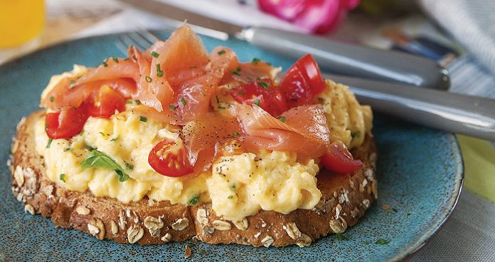Scrambled egg and smoked salmon Easy Food