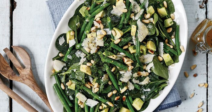 Avocado and spinach salad Easy Food