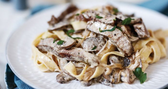 Steaks with stroganoff sauce Easy Food