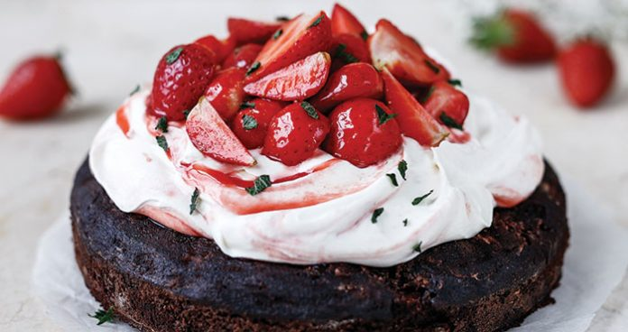 Strawberry brownie cake Easy Food