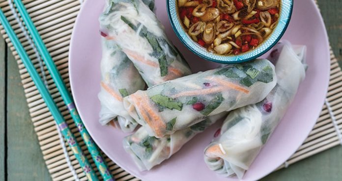 Vietnamese winter rolls and dipping sauce