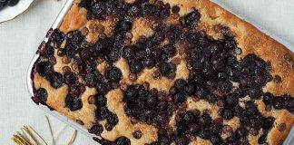 Blueberry focaccia. Easy Food