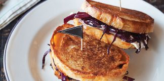 Red cabbage toasties. Easy Food