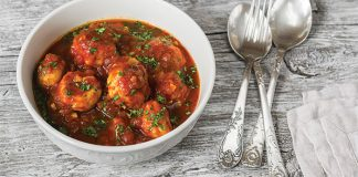 Cheesy chicken meatballs in tomato sauce. Easy Food