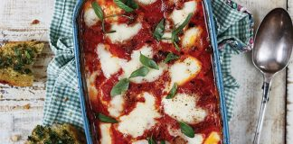 Baked chicken with tomatoes pancetta & Mozzarella - Easy Food
