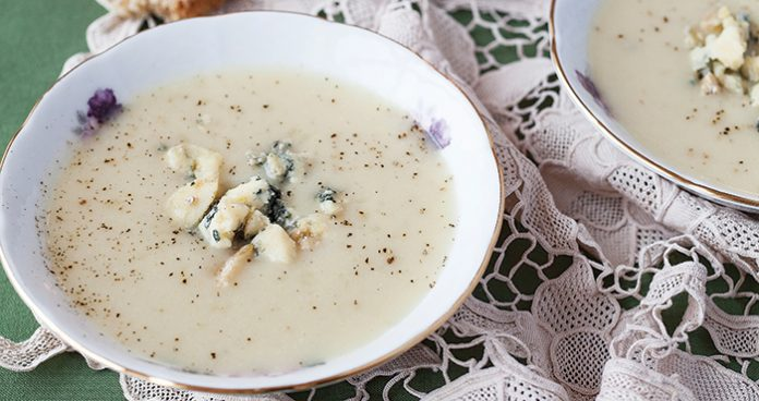 Cauliflower blue cheese soup Easy Food