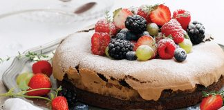 Chocolate berry meringue cake Easy Food