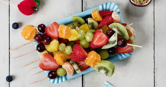 Fruity Sticks with Apple Berry Dip