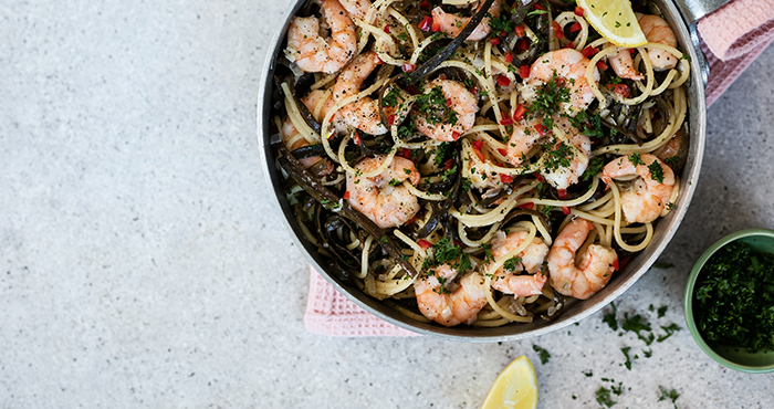 Sea spaghetti seaweed with chilli garlic prawns Easy Food