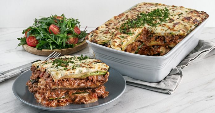 Low-carb beef lasagne with creamy cheese topping