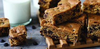 Chocolate_chip_cookie_bars easy food