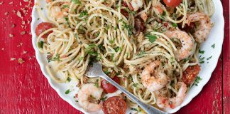 spaghetti with prawns and garlic and chilli easy food