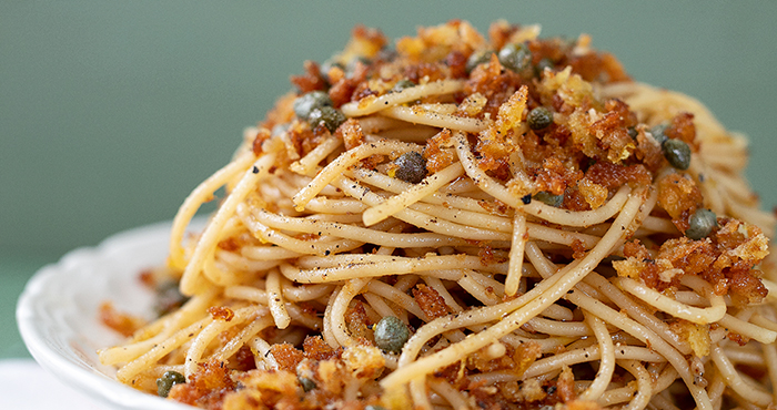 Spaghetti with anchovies and crispy crumbs Easy Food