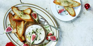 Baked_Camembert_with_toasted_baguette_slices Easy Food
