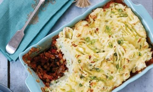 Veggie cottage pie with cheesy champ topping_easyfood
