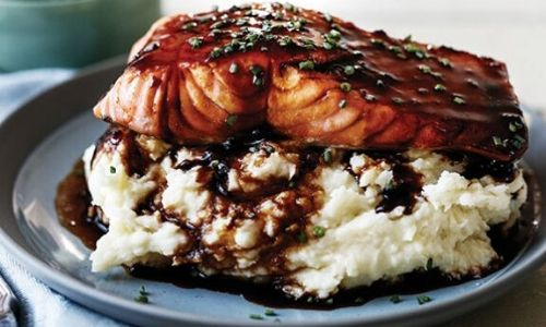 Stout-glazed salmon with garlic chive mash_easyfood