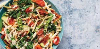 Creamy prosciutto and broccoli pasta salad