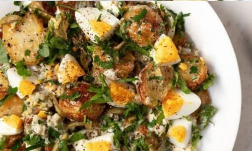 Roasted potato salad with eggs and pickle dressing_easyfood_summer