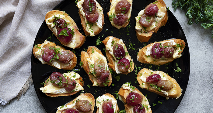 Camembert crostini with roasted grapes