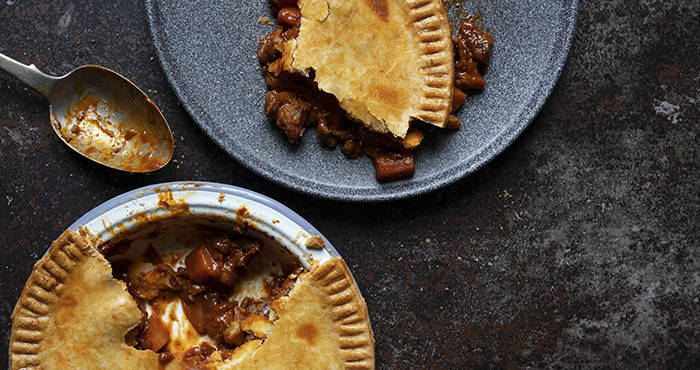 Lamb and red wine pie
