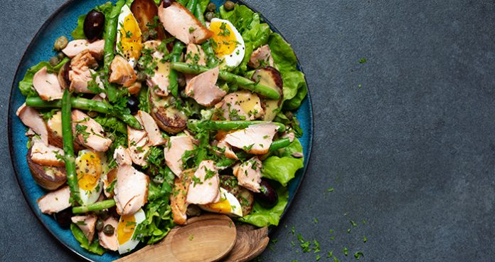 Roasted_Salmon_Niçoise_Salad_